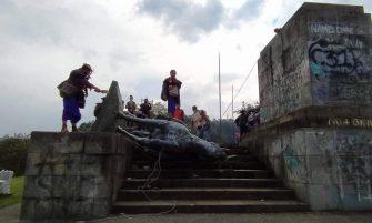 Por reivindicación a sus derechos y a su historia, indígenas tumbaron monumento en popayán
