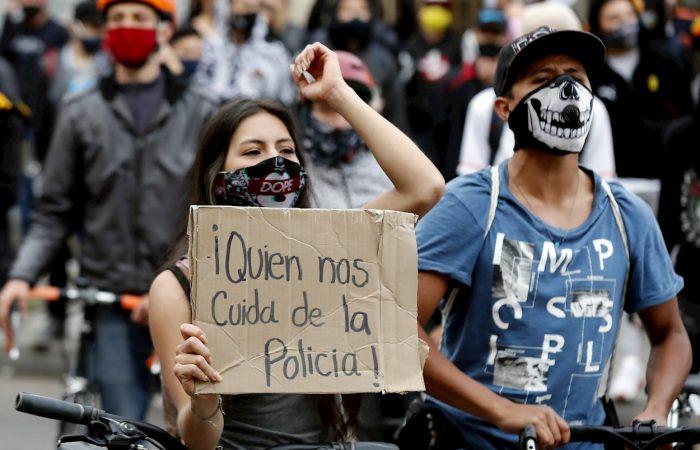 ¡Que el mundo sepa que en Colombia nos están masacrando!  