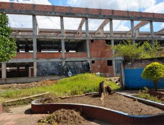 La Institución Educativa Alberto Santofimio Caicedo ¿Un Elefante Blanco?