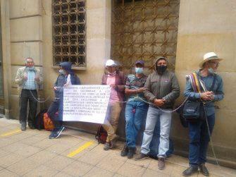 Campesinos protestan por quedar fuera de la Ley 2071: condonación de deudas al campesinado Colombiano.